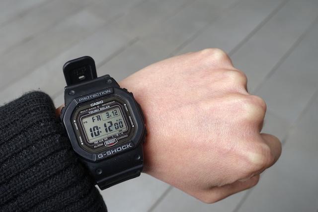 カシオのG-ショック、GW-5000-1JF(着用時)