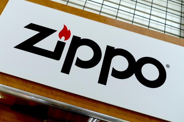 zippoロゴ(店頭ディスプレイ)