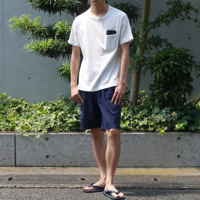無印良品の太番手天竺編みポケット付Tシャツ(オフ白、着用時)