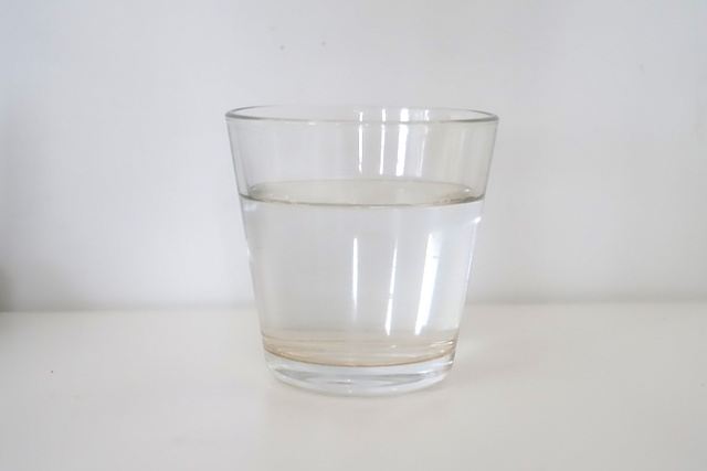水、コップ