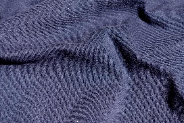 無印良品の太番手天竺編みポケット付Tシャツ(ダークネイビー、生地)