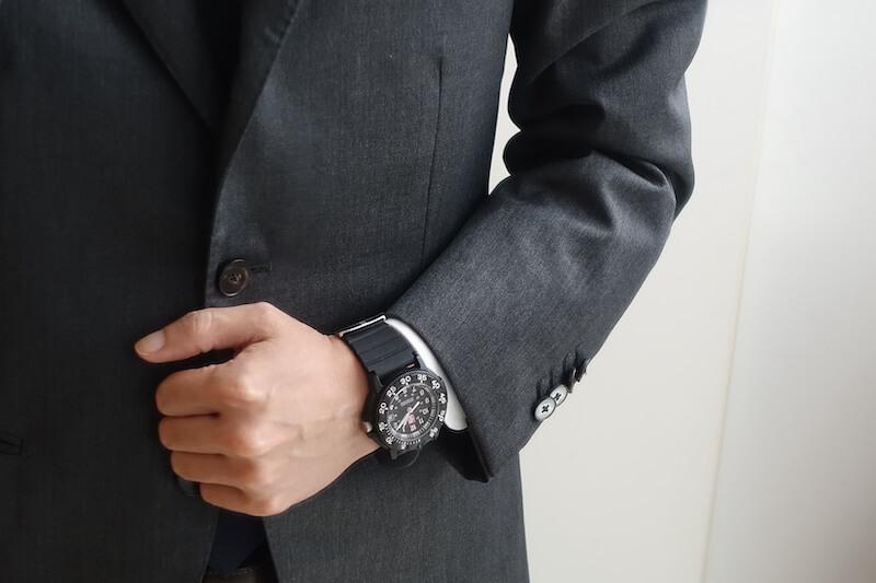 ルミノックスのRef. 3001(スーツと合わせる)