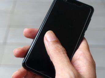 楽天モバイルのRakuten Mini(持ったところ)