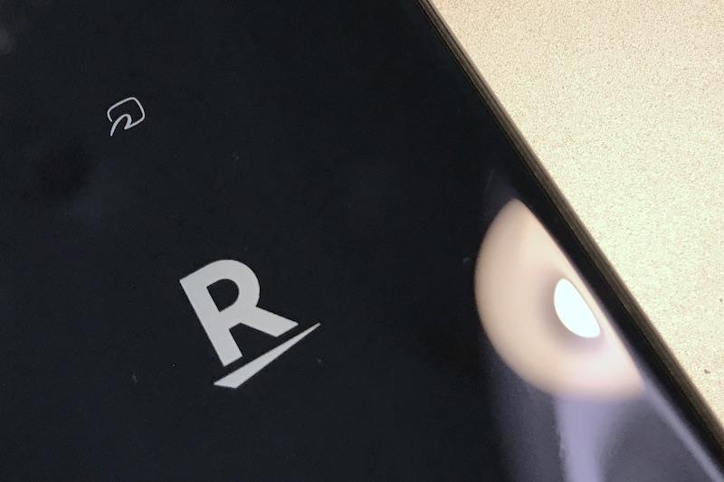楽天モバイル(ロゴ、端末背面より)