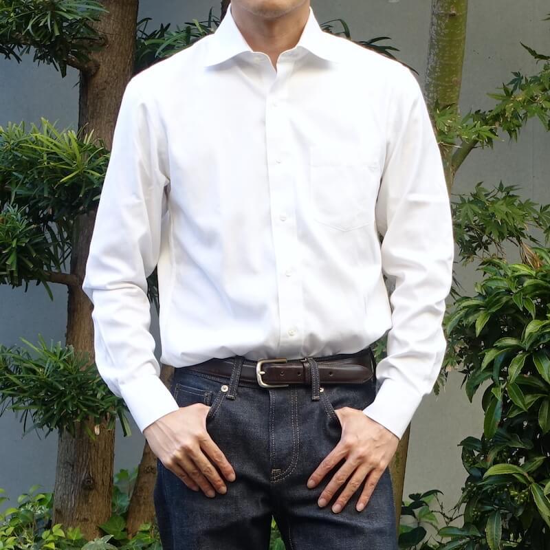 ユニクロのスーパーノンアイロンシャツ(着用時)